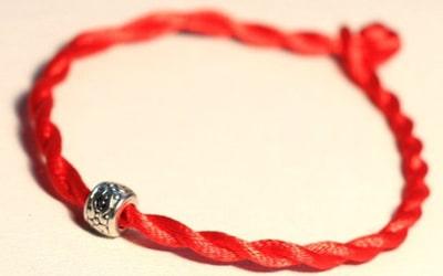 Талісман червона нитка